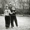 F2675<br /> Schaatsen op de vijver van park Rusthoff. V.l.n.r.: Riet Schrama (later Witteman-Schrama), Kees Hoogeveen en Tiny Lascaris (later Waasdorp-Lascaris). Foto: 1955.