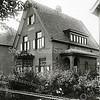 F0863 <br /> Villa Nieuw Teylingen aan de Teijlingerlaan nr. 13, waar de familie Doornbosch heeft gewoond.<br /> <br /> Collectie Oudshoorn 102: Teijlingerlaan-villa Nieuw Teijlingen. Foto: vóór 1921.