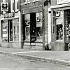 F1333b <br /> De Hoofdstraat. V.l.n.r.: slagerij Van der Meij; schoenenzaak van Brouwer; Cor Versluijs v/h van G.J. de Nobel. De sigarenwinkel rechts was achtereenvolgens van  G.J. de Nobel – D.  Rooza – Vink – van der Lans (Primera).