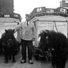 Fcs0486<br /> Melkboer Piet Langeveld sr met twee ponywagens. De pony links heette Nellie en de rechtse Jopie.