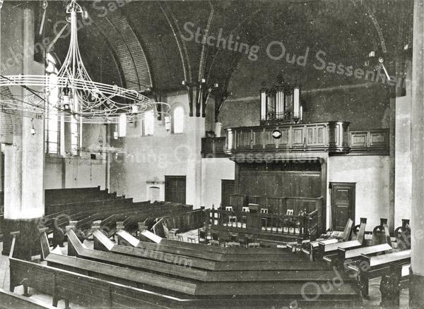 F2810<br /> Het interieur van de Julianakerk (Gereformeerde Kerk) in 1912. Het orgel is meegenomen uit de kerk aan de Hoofdstraat en heeft tot 1921 dienst gedaan. Daarna overgedaan aan de gereformeerde kerk te Lisse.