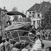F4402<br /> Bloemencorso in 1952. Links staat villa Anna Margaretha em rechts villa Sun Beam.
