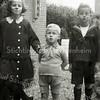 F2851<br /> De kinderen Boeijinga. Vlnr: Ali, Bert en Han. De foto is genomen bij pastorie aan de Julianalaan, circa 1925.