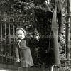 F2771<br /> Rechts: Aly van de Berg en links Tiny Lascaris, winter 1940.