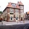 F1322 <br /> Het pand van 'Cees en Ineke' aan de Hoofdstraat nr. 191. In het verleden was dit het KSA-gebouw. Dit  verenigingsgebouw van de Katholieke Sociale Actie is gebouwd in 1923. Het werd indertijd door diverse r.-k. verenigingen  gebruikt.  Nu is hier L.J. Sport van R. Landwer Johan.