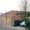 F0378 <br /> De schuur van bloembollenbedrijf W. Moolenaar & Zn BV in de Prins Clausstraat. Hier staat het pand op het punt ontruimd te worden i.v.m. de verhuizing naar de Loosterweg in Voorhout. Op deze plaats en directe omgeving is inmiddels de woonwijk Prinsenhof gebouwd, onderdeel van de Koningshuyswijk. Foto: 1997.