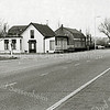 F1381b <br /> Rijksstraatweg / Warmonderweg, het pand van de fam. Juffermans. Rechts het café, het linker gedeelte is woonhuis. Rechts achter het café staat het huis van de fam. Stevens, Rijksstraatweg 68.