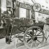 F2136<br /> De petroleumboer P. van Tol met kar en trekhond op de Kastanjelaan. Hij werkte voor Texaco. Foto: 1924.