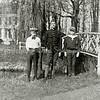 F1246 <br /> De drie broers Leo Eduard, Jan en Gerard Kruijff bij het bruggetje rechts van Het Oude Koningshuys.