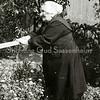 F2227<br /> Johanna van Rijn-Lemmers, geboren in 1882. Zij woonde aan de Kerklaan 25. Zie ook het SBW (Sassenheims Biografisch Woordenboek).