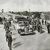 F2424<br /> Deelnemers aan het Internationaal Wegencongres bij de opening van het laatste gedeelte van Rijksweg 4 (later A44). Foto: juni 1938.