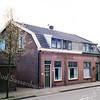 F0328 <br /> Twee woonhuizen aan de Kerklaan 25 en 27. Vroeger woonde in het pand rechts meteropnemer Van Rijn met zijn gezin. In het pand links woonde zijn moeder met twee ongetrouwde dochters. Na hun overlijden woonden hier de families Langelaan en Rewijk. In het kader van de centrumplannen moesten ook deze panden verdwijnen. Rechts het bouwbedrijf M.J.van Breda & Zn. Foto: 1998.