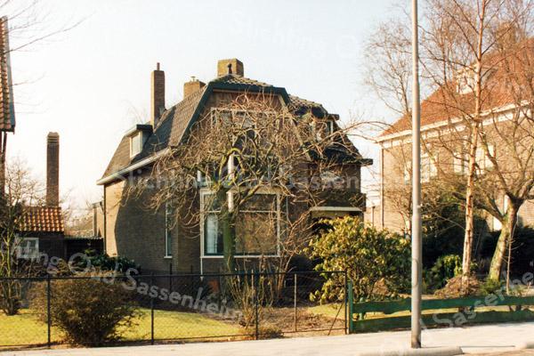 F2880<br /> Teijlingerlaan 57. De naam van de woning is: Herwildi. Foto: 1992