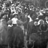 F0720f <br /> De feestelijke herdenking, het Onafhankelijkheidsfeest 1813-1913: de optocht door de Hoofdstraat. De feestelijkheden werden gehouden op 17 en 18 september 1913. Foto: 1913.