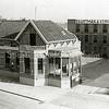 F1819 <br /> De gebouwen van het bloembollenbedrijf Baartman & Koning N.V. (B&K) aan de Hoofdstraat. Foto: jaren '60. Hier is nu de Koningstraat.