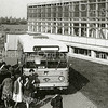 F1554 <br /> Hygia Confectiebedrijf aan de Menneweg. <br /> Het personeelsvervoer werd door de NZH verzorgd. Eerst één bus, later een tweede. Het personeel werd opgehaald en teruggebracht o.a. uit Lisse, Hillegom, Noordwijk en Voorhout. Ook reed er nog een Volkswagen-personenbus naar Kaag en de Huigsloterdijk om personeel op te halen. Foto: 1962.