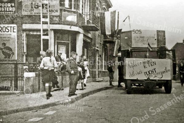 F3226<br /> De foto is net na de bevrijding 1945 genomen ter hoorgte van de Teijlingerlaan. Foto: 1945