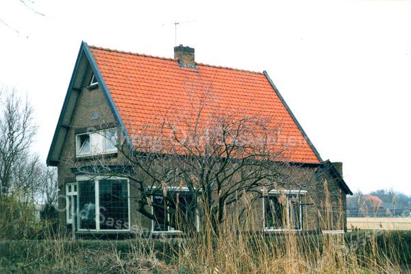 F0321a <br /> Het woonhuis van de fam. Blom, Teijlingerlaan 72, genaamd Zonzicht. Voorheen woonde hier de fam. Heemskerk. Dit pand was een bedrijfswoning van de fa. Verdegaal en is in 2004 gesloopt. Foto: 1998.