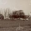 F4363<br /> De boerderij van Jan van der Geest. Op zondag 6 november 1921 richtte een orkaan een enorme schade aan. Later is de boerderij gesloopt en werd een nieuwe gebouwd voor de fam. Remmerswaal.