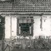 F3386<br /> Het buurtje Weltevreden in 1945. Boven de deur staat: Holland vrij.