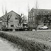 F1379a <br /> Rijksstraatweg 68. Vroeger is woonde hier J.C. Verdegaal, tegenwoordig is het bewoond door de fam. Stevens. De bollenschuur achter het huis is afgebroken. Er staat nu een garage. Het café van Juffermans is ook zichtbaar, dat stond op de hoek van de Rijksstraatweg en de Warmonderweg.