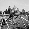 F3674<br /> Een kussengevecht op de kermis in 1955.