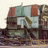 F3006<br /> De sloop van de woningen op de hoek van de Hoofdstraat en de Zuiderstraat, o.a. het statige huis van de fam. Van der Horst. Foto: ca. 1976.