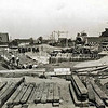 F3228<br /> De bouw van de Postbrug. We kijken richting Sassenheim. Links, voor het huis langs, is de weg naar Voorhout. Rechts is de tramlijn te zien. Foto: ca 1933