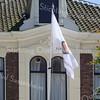 F2339<br /> Hoofdstraat 230 met de vlag van de Stichting Oud Sassenheim in top. Deze vlag is ter gelegenheid van het 20-jarig bestaan van de SOS geschonken door de stichting De Molen van Sassenheim.
