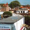 F3147<br /> Het Boschplein vóór de afbraak van de panden links en de huizen aan de Kerklaan. Foto: 2001