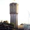 F0126 <br /> De watertoren aan de Wasbeekerlaan. Vroeger werd het water hier naar het reservoir boven in de toren gepompt'  om druk te krijgen op de waterleiding van het dorp Sassenheim. Nu (2016) doet de toren als zodanig geen dienst meer. Het bouwbedrijf Meijer heeft daarna' de toren gekocht. Het lag in de bedoeling om boven in de toren een restaurant o.i.d. te vestigen. Er zou dan een liftkoker aan de zijkant moeten komen.  Foto: 1997.
