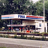 F0310 <br /> Het Fina-pompstation, eigenaar L.F.B. Schreuders, aan de afrit van de rijksweg A44 nabij de Sassenheimervaart. Is op 25 nov.1996 gesloopt en in 1997 door een nieuw pompstation vervangen. Foto: 1996.