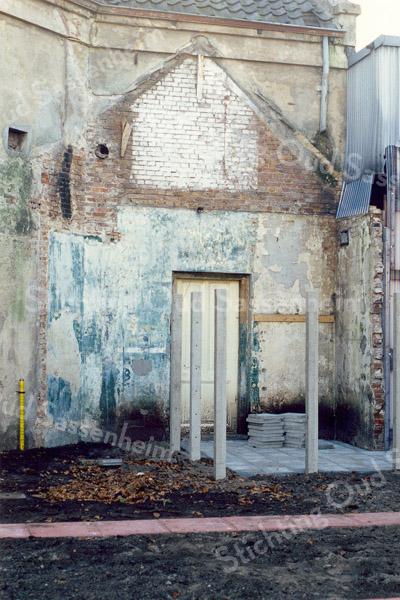F0360a <br /> Interieur van de tweede gereformeerde kerk uit 1876, later kistenfabriek van de fa. M.Bakker en Zn. Zie ook F0360. Foto: 1990.