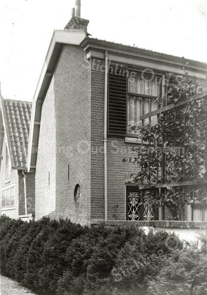 F0849 <br /> Collectie Oudshoorn 091: verbouw woonhuis C.D. van Goeverden. Hoofdstraat 147 oude nummering, nu nr. 205 (schilder). Het pand is in 2015 gesloopt. <br /> Foto: vóór 1921.