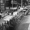 F3757<br /> Marcherende militairen op de Hoofdstraat ter hoogte van park Rusthoff. Foto: mei 1940
