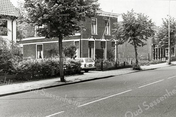 F1304b <br /> Hoofdstraat 152:  Het pand van aannemersbedrijf Reeuwijk. Het pand is rond 2004 gesloopt.