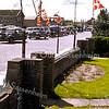 F3723<br /> Drukte op de Parklaan tijdens de bloembollentijd, op de achtergrond nog de schuur van Kruijff en de bedrijfsgebouwen van Schulte en Lestraden.