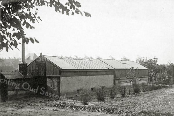 F0840 <br /> Collectie Oudshoorn 037: broeikas van Van Waveren en Kruijff 1905.  Vermoedelijk stond de kas achter het Oude Koningshuys.<br /> Foto: vóór 1921.