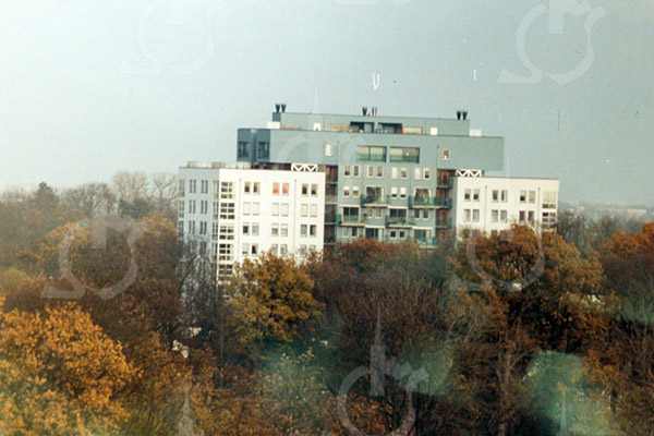 F4205d <br /> Een foto van het flat aan de Parklaan, genomen vanaf de toren van de r.-k. kerk St.Pancratius