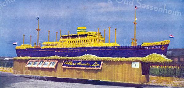 F0472 <br /> Praalwagen 'de Westerdam' van de Holland-Amerika Lijn, die deel uitmaakte van het bloemencorso (Bloembollenstreek) in voorjaar van 1948. Het houten frame werd gemaakt door de firma E. Dijkstra. In hun werkplaats aan de Hoofdstraat. Het bloemsierwerk was verzorgd door Preenens bloemenmagazijn De Anemoon. Foto: 1948.