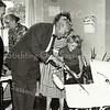 F3363<br /> Het afscheid als schoolhoofd van meester den Haan met naast hem dominee Walvaart, juffrouw Wilbrink staat op de achtergrond. Cobie Koppier kijkt in de wagen naar haar kleine broertje, haar moeder staat achter meester den Haan. Foto: 1959