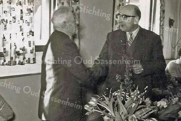 F3366<br /> Jubileum van C.Luyk bij B&K. Links dhr. Luyk en rechts Arie Koppier.
