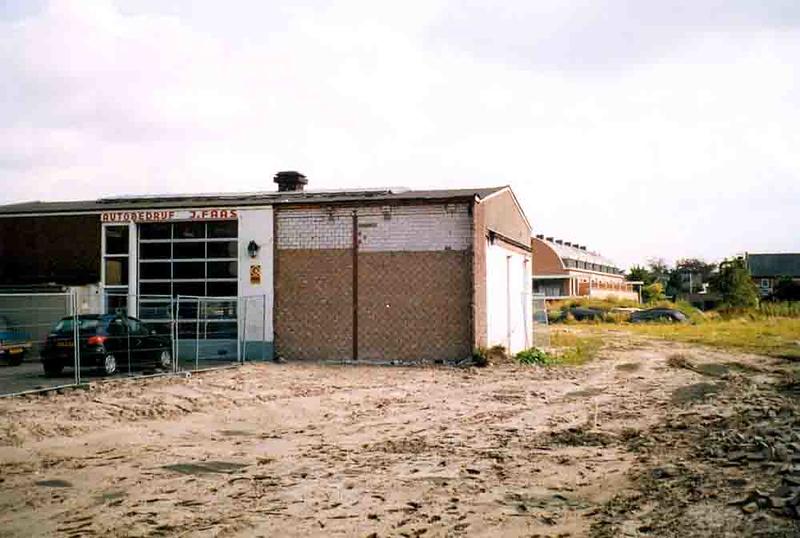 F4375b<br /> De afbraak van enkele huizen aan de Oude Haven en het lege terrein achter de Vaartkade. Foto: 2002