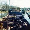F3925<br /> De Industriekade met het motorschip De Hoop van de firma Heemskerk uit Noordwijkerhout. Foto: 1972.