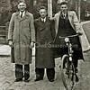 F2331<br /> Drie heren op de hoek van de Wilhelminalaan/Hoofdstraat, tegenover de St. Pancratiuskerk. V.l.n.r.: Cor Beijk, Jan Burgmeijer en Jan Haver.