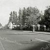 F0968 <br /> Hoofdstraat, gezien vanuit zuidelijke richting, ter hoogte van de pastorie van de St. Pancratiuskerk. De tramrails zijn al verwijderd.  Het witte huis van de fam. A.W. Tijssen, dat is afgebroken in 1964.  Nu is de apotheek op die plaats gevestigd. Foto: ca. 1951.
