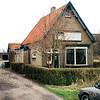 F0321b <br /> Het woonhuis van de fam. Blom, Teijlingerlaan 72, genaamd Zonzicht. Voorheen woonde hier de fam. Heemskerk. Dit pand was een bedrijfswoning van de fa. Verdegaal en is in 2004 gesloopt. Foto: 1998.