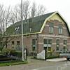 F2400<br /> Rijksstraatweg nr. 14. De bewoner is A. de Jong. Foto: 2011.