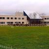 F1576 <br /> Het nieuwe gemeentehuis aan de Wilhelminalaan, gebouwd in 1991. Na de gemeentelijke fusie in 2006 gemeentewinkel van de gemeente Teylingen. Foto: 2004.