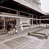F2465<br /> Onder de Mercuriusflat aan de Essenlaan zou supermarkt Vomar zich gaan vestigen. Dankzij protesten van omwonenden is het er nooit van gekomen. Foto: 2001.